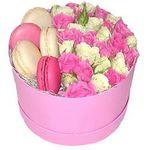 Розы и макаруны - цветы и букеты на flora.od.ua