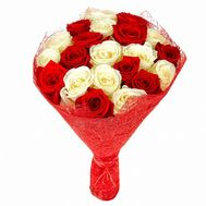 Bouquet of 21 red and white roses - flowers and bouquets on flora.od.ua