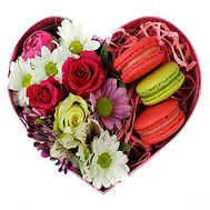 """Flowers and Macarons"" in the online flower shop flora.od.ua"
