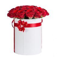 Красные розы в коробке - цветы и букеты на flora.od.ua
