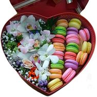 """Macarons in a box of flowers"" in the online flower shop flora.od.ua"