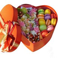 Set of flowers and Macarons - flowers and bouquets on flora.od.ua