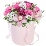 Delicate flowers in a hat box - flowers and bouquets on flora.od.ua