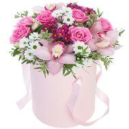 Ніжні квіти в шляпній коробці - цветы и букеты на flora.od.ua