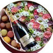 """Original gift with champagne in a box"" in the online flower shop flora.od.ua"