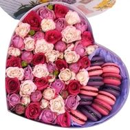 Gift box with Macarons and flowers - flowers and bouquets on flora.od.ua