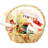 Gift basket with sweets - flowers and bouquets on flora.od.ua