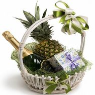 Food gift basket for the new year - flowers and bouquets on flora.od.ua