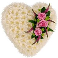 Heart from chrysanthemums with roses - flowers and bouquets on flora.od.ua