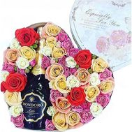 Champagne with flowers in a box - flowers and bouquets on flora.od.ua