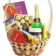 Sweets basket as a gift - flowers and bouquets on flora.od.ua