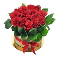 Red roses in a hat box - flowers and bouquets on flora.od.ua