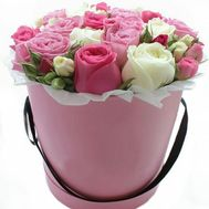 """Delicate bouquet of flowers in a hat box"" in the online flower shop flora.od.ua"