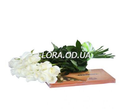 """15 imported roses and sweets"" in the online flower shop flora.od.ua"