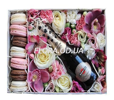 """""""Flowers, champagne and Macarons in a box"""" in the online flower shop flora.od.ua"""