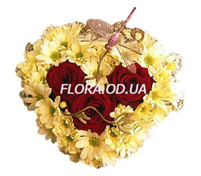 """Composition heart from roses and chrysanthemums"" in the online flower shop flora.od.ua"
