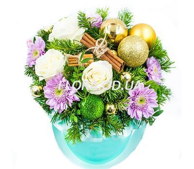 """""""A box of flowers for Christmas"""" in the online flower shop flora.od.ua"""