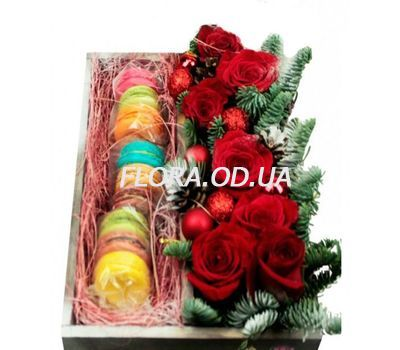 """""""Macarons and roses for the New Year"""" in the online flower shop flora.od.ua"""