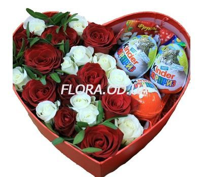 """Roses and sweets"" in the online flower shop flora.od.ua"